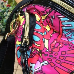 Betsey Johnson Bags - Betsey Johnson lunch tote crossbody side pockets
